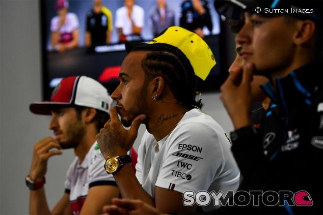 Lewis Hamilton en la rueda de prensa del GP de Gran Bretaña F1 2019 - SoyMotor