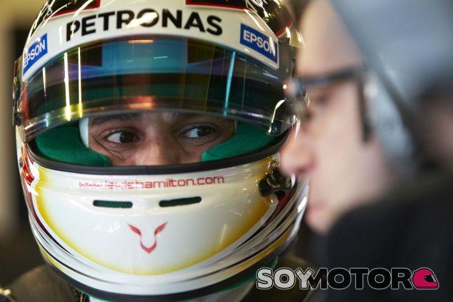 Lewis Hamilton en los test de Barcelona - LaF1