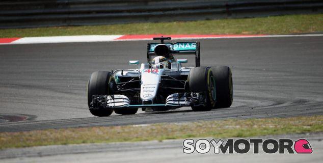 Hamilton está dispuesto a lo que sea para conservar motores - LaF1