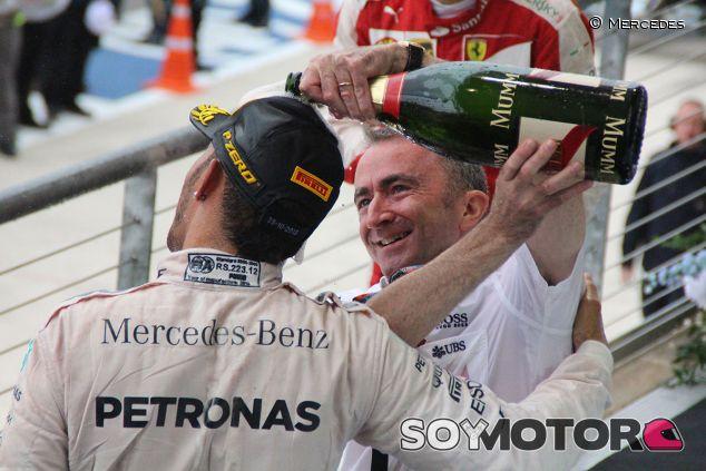 Paddy Lowe en una imagen de archivo con Lewis Hamilton - LaF1