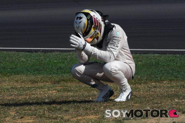 Hamilton rectifica su mensaje en caliente criticando al equipo - LaF1