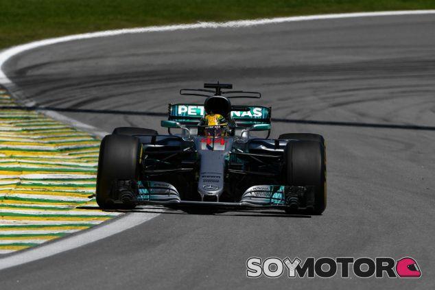 Hamilton durante la carrera en Brasil - SoyMotor.com
