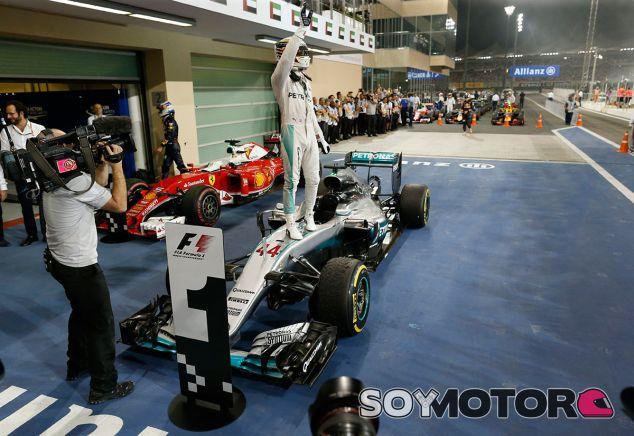 Lewis Hamilton tras su victoria en Abu Dabi - SoyMotor