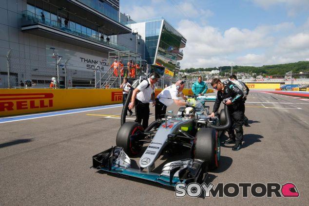 Hamilton sufrió muchos problemas de fiabilidad a principios de temporada - SoyMotor