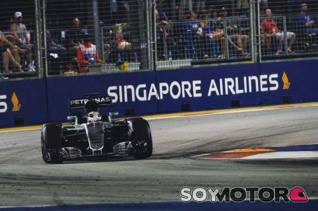 Hamilton tuvo un fin de semana complicado en Singapur - LaF1