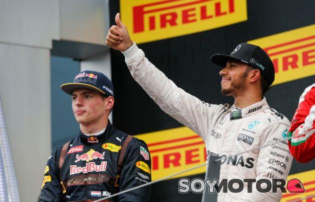 Verstappen y Hamilton en el podio del GP de Austria - SoyMotor