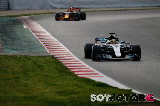Hamilton y Verstappen en el Día 6 de tests en el Circuit de Barcelona-Catalunya - SoyMotor