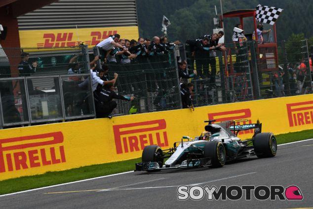 Hamilton, cruzando la línea de meta e Spa - SoyMotor.com