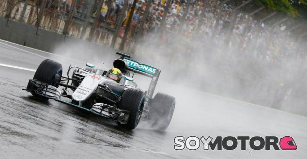 Hamilton, durante la carrera en el GP de Brasil - LaF1