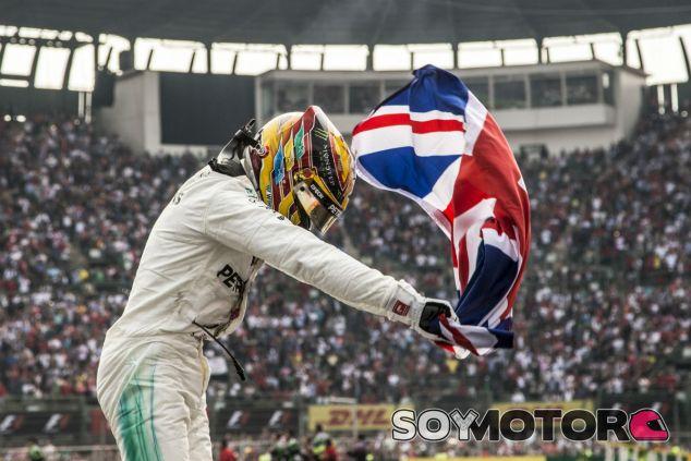 Hamilton celebra su cuarto título - SoyMotor.com