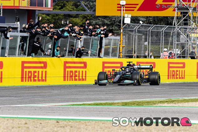Hamilton minimiza daños: error y remontada épica en Imola - SoyMotor.com