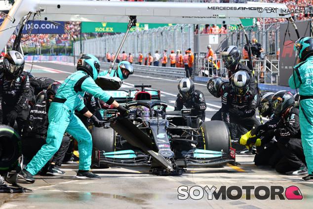 ¿Por qué Mercedes no paró en la vuelta de formación de Hungría? - SoyMotor.com