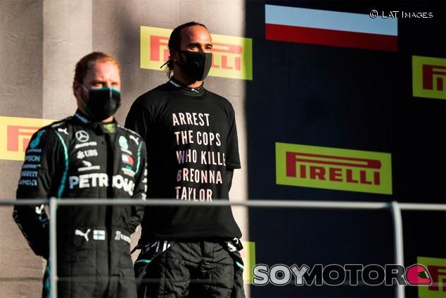 Hamilton en el podio del GP de la Toscana F1 2020 - SoyMotor.com