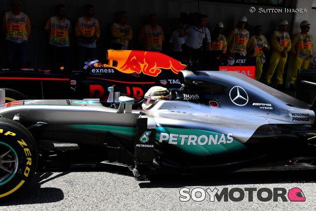 Pole de Hamilton en Barcelona - SoyMotor
