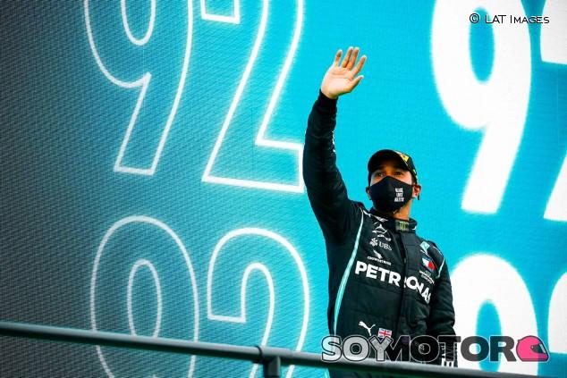 Lewis Hamilton en el podio del GP de Portugal F1 2020 - SoyMotor.com