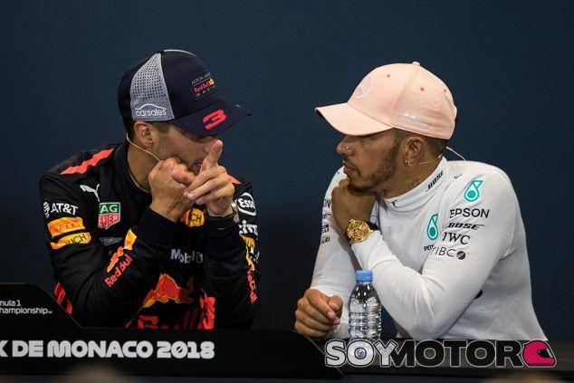 Daniel Ricciardo y Lewis Hamilton en Mónaco - SoyMotor