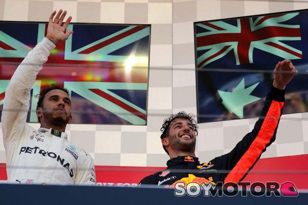 Lewis Hamilton y Daniel Ricciardo en Suzuka - SoyMotor.com