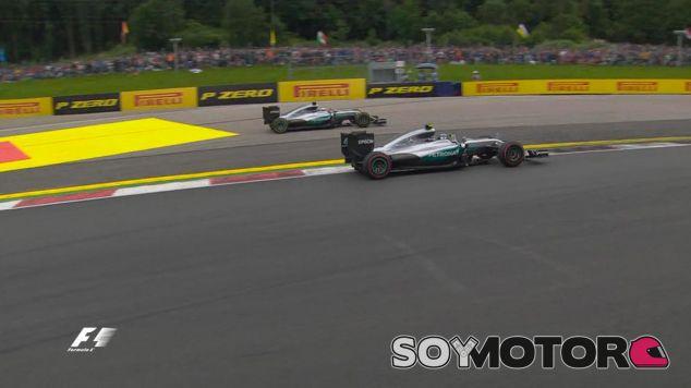 Lewis Hamilton y Nico Rosberg tras su toque - LaF1