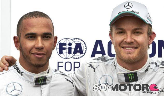 Lewis Hamilton junto a Nico Rosberg en el GP de Mónaco 2013