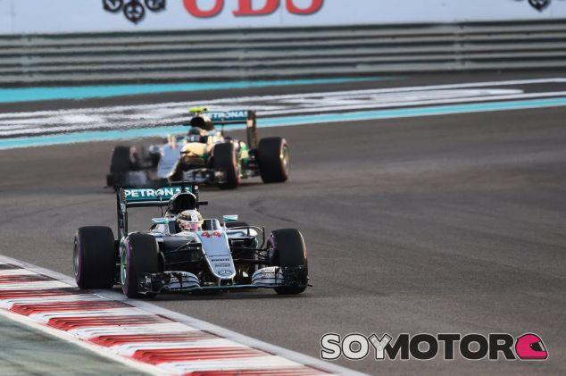 Hamilton ralentizó la carrera para tener más opciones al título - SoyMotor