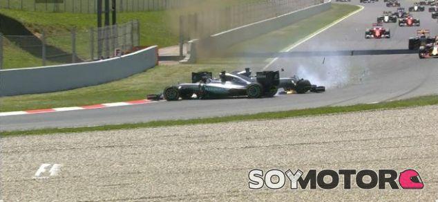 Éste fue el momento del incidente entre Hamilton y Rosberg - LaF1