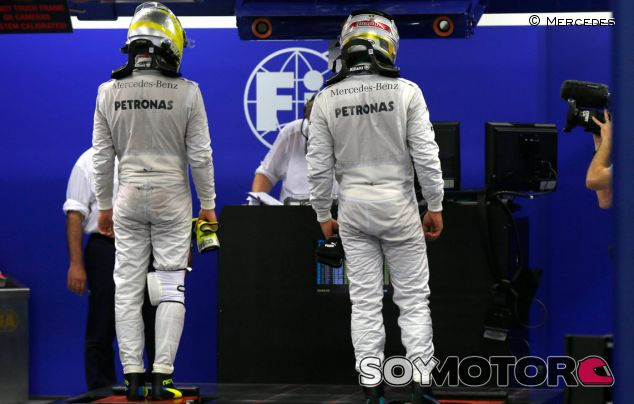 Hamilton y Rosberg se pesan en el GP de Singapur - LaF1