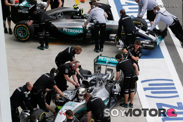 Lewis Hamilton y Nico Rosberg en Rusia - LaF1