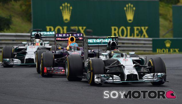 Lowe piensa en Ferrari y Schumacher cuando le hablan de órdenes de equipo