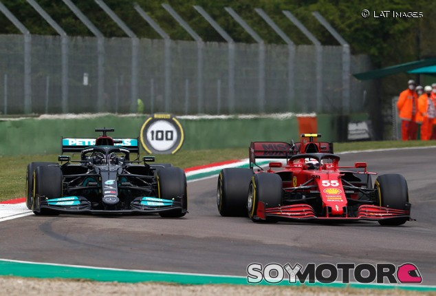 """Sainz: """"Si alguien lo está haciendo bien en 2021, ese es Hamilton"""" - SoyMotor.com"""