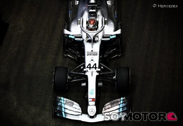 Hamilton lidera los Libres 2 con Verstappen al acecho; Sainz 7º - SoyMotor.com