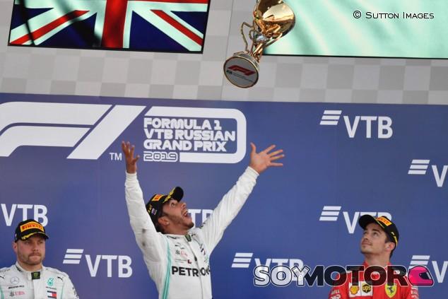 Brawn confía en que Hamilton puede superar a Schumacher en títulos - SoyMotor.com