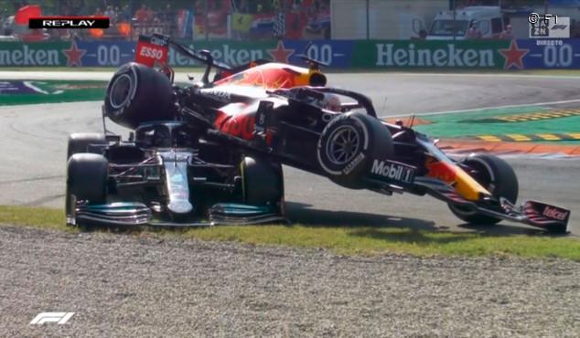 Hamilton y Verstappen se autoeliminan en otro accidente en Monza - SoyMotor.com