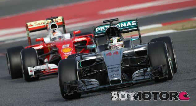 Lewis Hamilton y Sebastian Vettel en los test de Barcelona - LaF1
