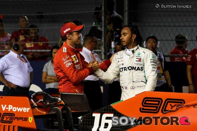 Lewis Hamilton y Sebastian Vettel en el GP de Singapur 2019 - SoyMotor