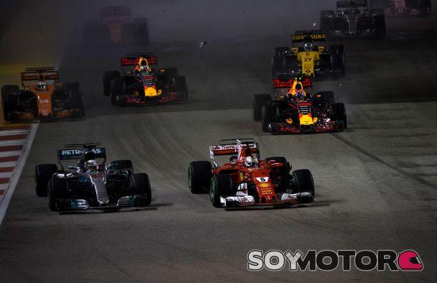 Lewis Hamilton y Sebastian Vettel en Marina Bay - SoyMotor.com