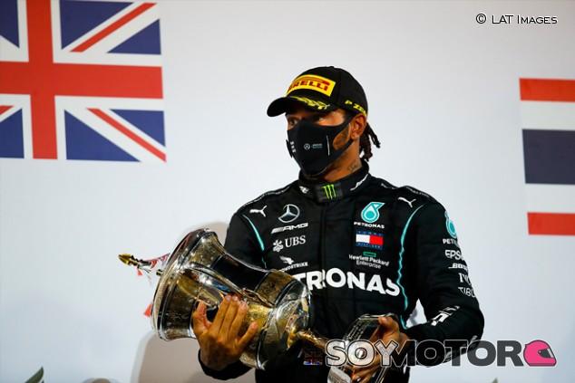 """Hamilton: """"Complicado volver a subirse al coche tras lo de Grosjean"""" - SoyMotor.com"""