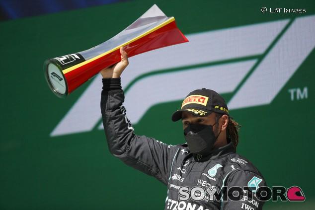 Hamilton arrasa a Verstappen y Bottas para ganar en Portugal - SoyMotor.com
