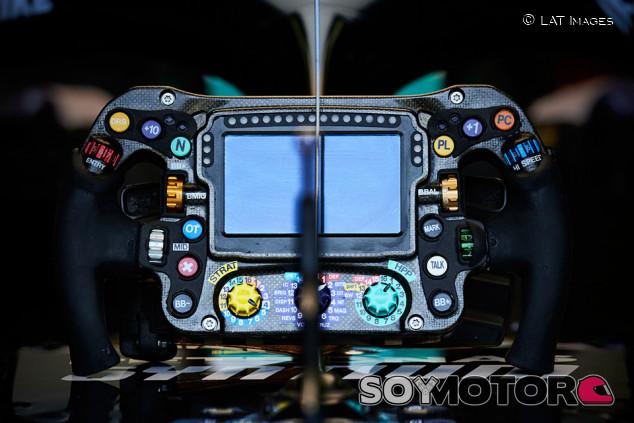 El botón mágico que acabó con la carrera de Hamilton en Bakú - SoyMotor.com