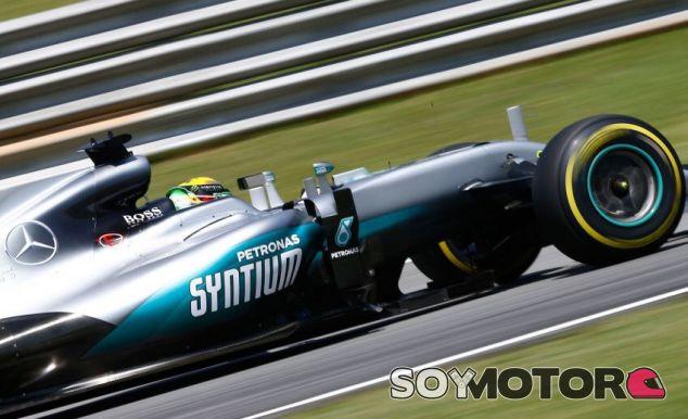 Hamilton en el circuito de Interlagos - LaF1