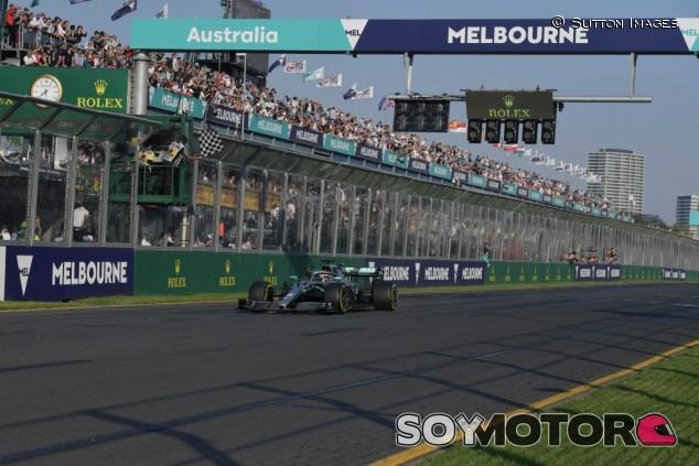 Hamilton dona 500.000 dólares para ayudar contra los incendios en Australia - SoyMotor.com