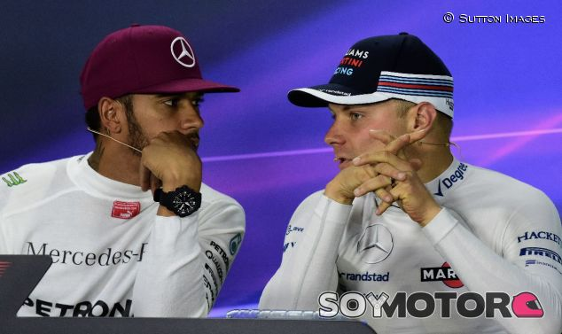 Lewis Hamilton (izq.) y Valtteri Bottas (der.) - SoyMotor.com