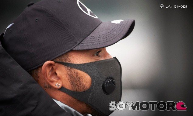 """Hamilton asegura que Mercedes tiene """"mucho trabajo"""" por el positivo en covid-19 - SoyMotor.com"""