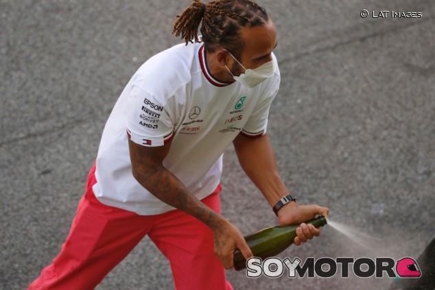 Hamilton quiere renovar antes de agosto - SoyMotor.com