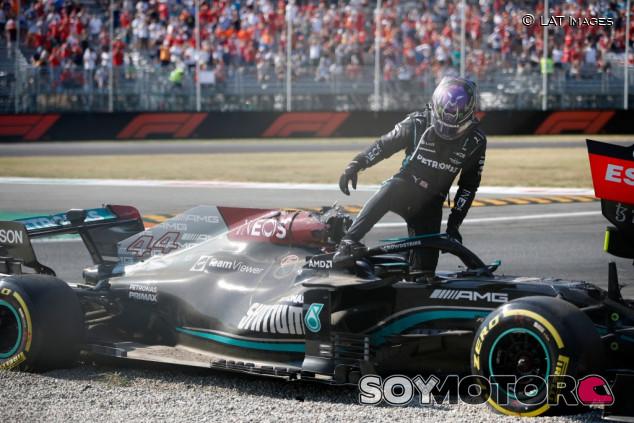 La FIA investigará el accidente entre Hamilton y Verstappen en profundidad - SoyMotor.com