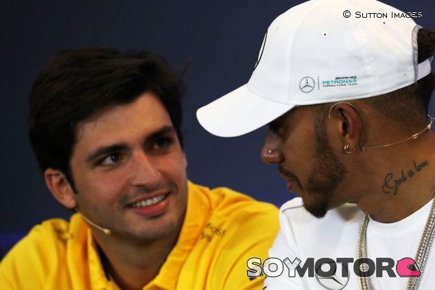 Carlos Sainz y Lewis Hamilton –SoyMotor.com