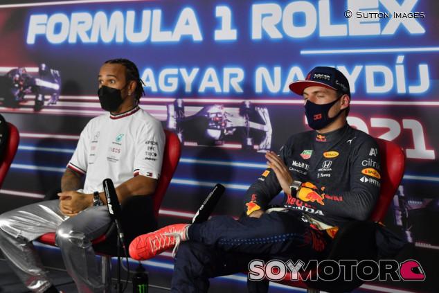 """Verstappen no quiere más preguntas de Hamilton: """"¿Podemos para de hablar sobre esto?"""" - SoyMotor.com"""