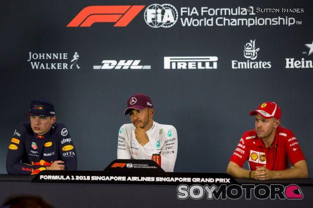 Max Verstappen, Lewis Hamilton y Sebastian Vettel en Marina Bay - SoyMotor.com