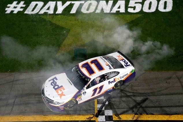 Final de locura en las 500 Millas de Daytona y triplete Toyota con Hamlin al frente - SoyMotor.com
