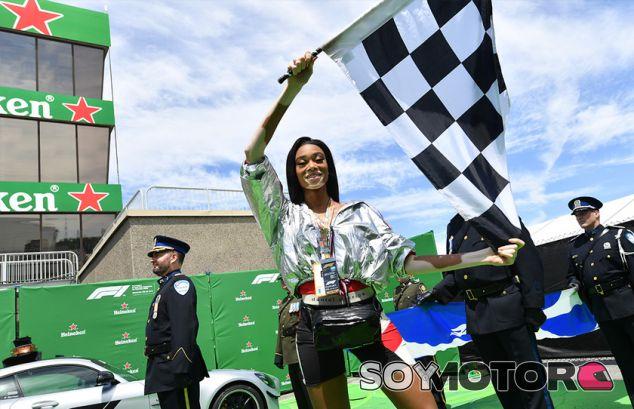 Winnie Harlow con la bandera a cuadros en Canadá - SoyMotor.com