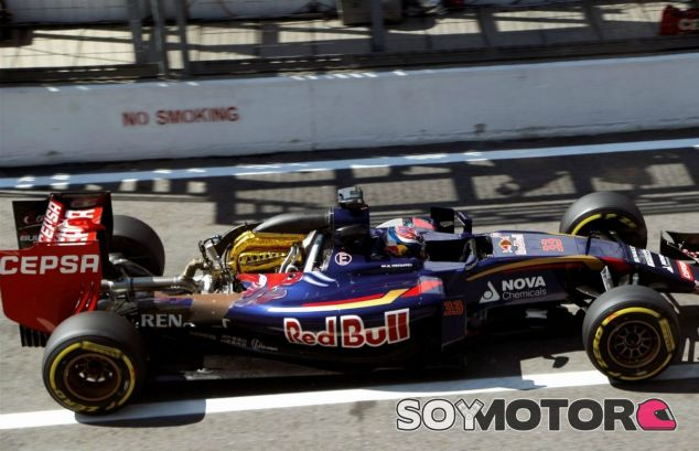 Verstappen con el motor descubierto - LaF1